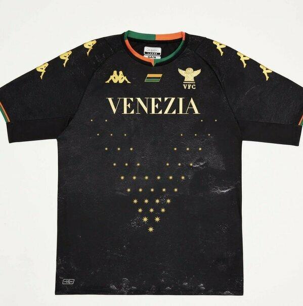 Venezia zaprezentowała koszulki domowe na najbliższy sezon Serie A